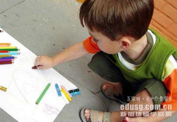 在新加坡读私立小学可以陪读吗