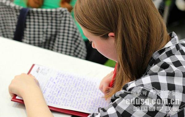 美国公立高中入学收费